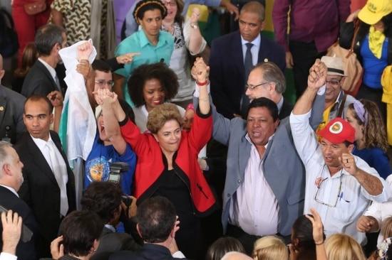 Dilma Rousseff em ato com movimentos sociais no Planalto