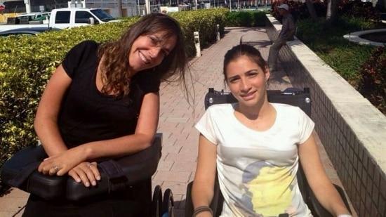 Lais Souza e a deputada Mara Gabrilli, autora do projeto que prevê pensão para a ex-ginasta