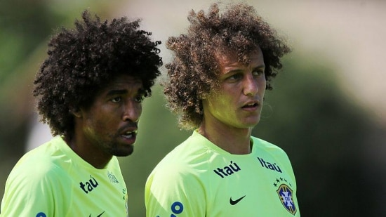 Brazil's palyers Dante, left, and David Luiz wait for a corner kick during a practice session at the Granja Comary training center in Teresopolis, Brazil, Sunday, June 1, 2014. Brazil's team will travel this Sunday for the team's warm-up against Panama on Tuesday in preparation for the World Cup soccer tournament that starts on 12 June. (AP Photo/Leo Correa)