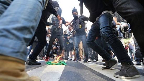LINS4668 RIO DE JANEIRO RJ 12/06/2014 METROPOLE /ESPORTES PROTESTO MANIFESTACAO CONTRA A COPA DO MUNDO - Manifestantes se