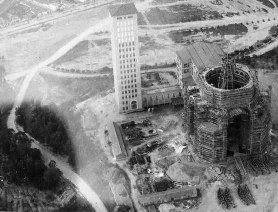 Legenda da foto em 1969: 'Área da construção da nova Basílica de Nossa Senhora Aparecida, no Santuário de Aparecida, no Vale do Paraíba, interior de São Paulo'