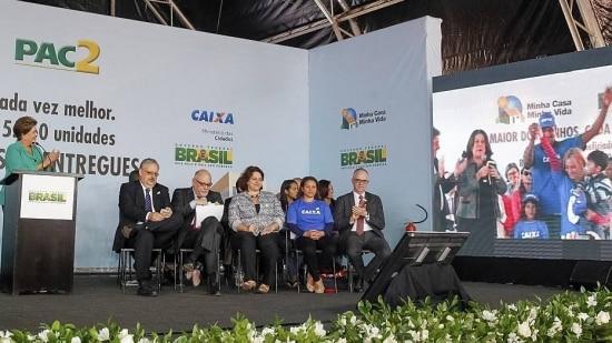 De Brasília, Dilma comanda entrega de unidades do Minha Casa Minha Vida