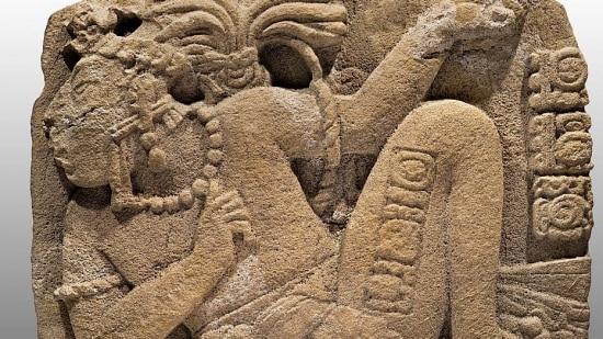 Monumento mostra um governante feito prisoneiro pelos senhores de Toniná
