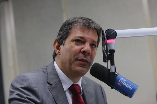 'É o mesmo promotor que entrou com uma ação dizendo que nós não poderíamos aplicar dinheiro de multa em transporte público', lembrou Haddad em entrevista à 'Rádio Estadão'