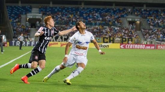 Nos acréscimos, Leandro B. Marinho ainda expulsou Ferrugem direto após carrinho no meio de campo