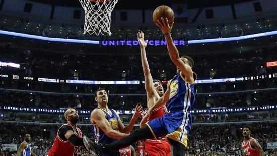 Golden State Warriors ganha do Chicago Bulls por 125 a 94, fora,com boa atuação de Curry