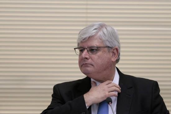 O 'Estado'apurou que juntamente com os pedidos de abertura de inquérito, o procurador-geral Rodrigo Janot solicitou ao STF o cumprimento de ao menos quatro mandados de busca e apreensão, quebras de sigilos telefônico e bancário.