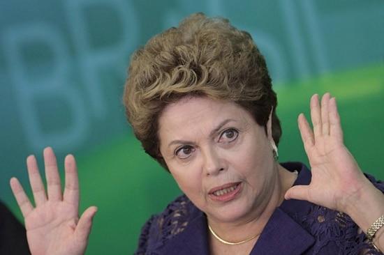 Depois de virar alvo de panelaçodurante o pronunciamento do Dia Internacional da Mulher, em 8 de março, a presidente Dilma vai trocar a TV pelas redessociais no Dia do Trabalho