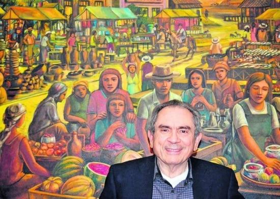 Senador Raimundo Lira com um dos quadros de sua coleção