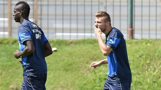. Natal (Brazil), 22/06/2014.- Italy's Mario Balotelli (L) and Ciro Immobile during a training session at Abc 'Maria Lamas Farache' stadium in Natal, Brazil, 22 June 2014. Italy will face Uruguay on next 24 June for D group in Fifa World Cup 2014. (Italia, Brasil, Mundial de Fútbol) EFE/EPA/ETTORE FERRARI