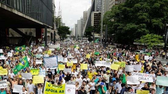Cerca de 2,5 mil pessoas, segundo a PM, participaram de ato contra o atual governo