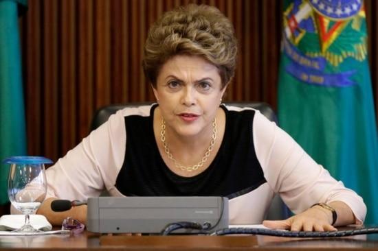 A presidente Dilma Rousseff, em reunião com juristas sobre impeachment