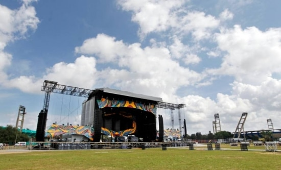 Montagem do palco dos Stones em Cuba