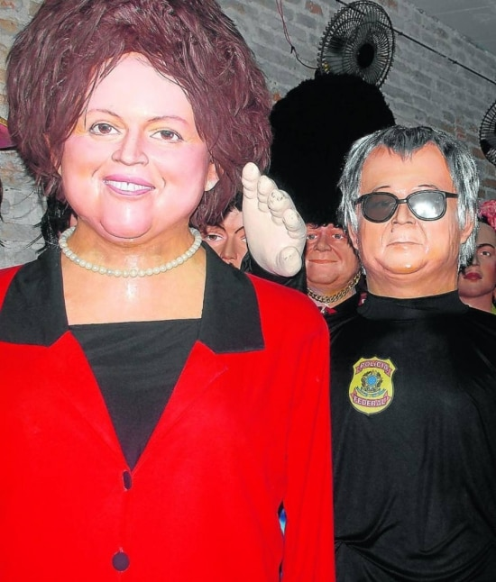 Bonecos gigantes da presidente Dilma Rousseff e do agente da PF Newton Ishii – conhecido por escoltar presos da Lava Jato – já estão na Embaixada dos Bonecos Gigantes de Olinda para este carnaval