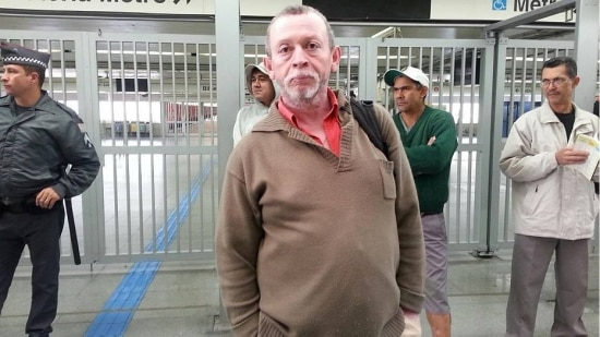 Acordado desde as 4 horas, o prensista Marco Ribas, 55, não sabia da paralisação do metrô