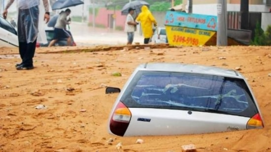 Deslizamentos ocorreram após fortes chuvas que atingiram a cidade