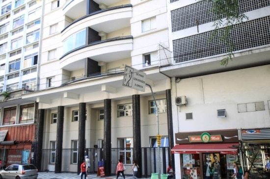 Prédio na Avenida Ipiranga, na região central da capital paulista, foi reformado depois de ter sido notificado como imóvel de interesse social quando estava vazio