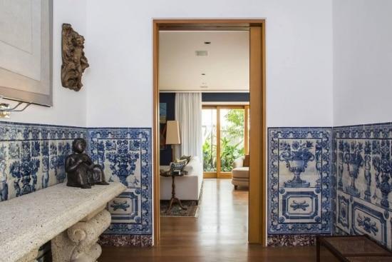 Casa foi constru da a partir de azulejos trazidos de for Azulejos para entradas