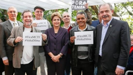 A presidente afastada Dilma Rousseff durante encontro com intelectuais em Campinas