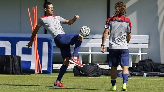 U.S. national soccer team players Clint Dempsey (L) and Kyle Beckerman attend a training session at the team's training center in Sao Paulo, June 27, 2014.      REUTERS/Ivan Alvarado (BRAZIL  - Tags:  SOCCER SPORT WORLD CUP)