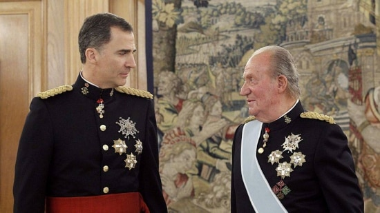 Spain's King Juan Carlos (R) and new King Felipe VI, wearing the Sash of Captain-General, attend a ceremony at La Zarzuela Palace in Madrid, June 19, 2014. Spain's new king, Felipe VI, will be sworn in on Thursday in a low-key ceremony which monarchists hope will usher in a new era of popularity for t