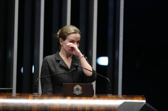 A senadora Gleisi Hoffmann (PT-PR) foi àtribuna do plenário do Senado para criticar a prisão de seu marido, o ex-ministro Paulo Bernardo
