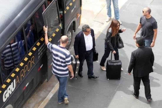 João Santana e sua mulher desembarcaram no Brasil