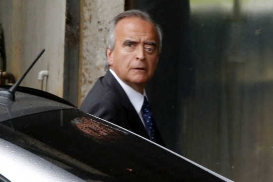 Ex-diretor da Petrobrás Nestor Cerveró na chegada a prédio do Senado, emdezembro de 2014