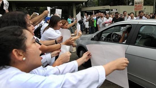 O corte de ponto só poderia ser feito após negociação com o sindicato ou sentença que julgasse a greve abusiva