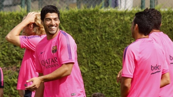 FC Barcelona's new player Luis Suarez (L) smiles to his teammates during a training session at the Ciutat Esportiva Joan Gamper in Sant Joan Despi, near Barcelona, August 17, 2014.  FC Barcelona will take part in the Joan Gamper Trophy to play against Mexican club Leon FC on Monday. REUTERS/Gustau Nacarino (SPAIN - Tags: SPORT SOCCER)