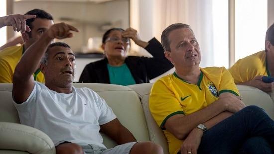 RIO DE JANEIRO, RJ - 17/06/2014 - NACIONAL CAMPOS E ROMARIO Eduardo Campos, Romario e suas respectivas familias assistem ao jogo do Brasil contra o Mexico na Copa do Mundo de 2014. FOTO: ALEXANDRE SEVERO