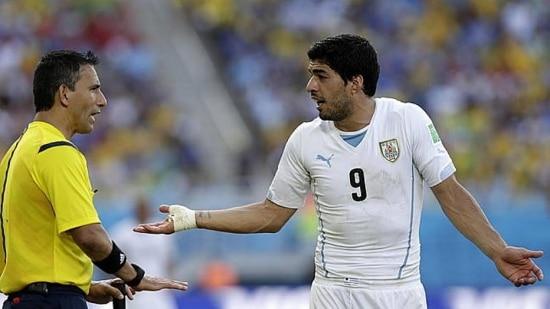 Luis Suárez irá a julgamento nesta semana por causa de uma mordida em Chiellini no jogo em Natal