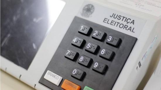 """A pesquisa também mostrou que 45,5% dos entrevistados não votariam """"de jeito nenhum"""" na presidente Dilma, 40,4% no tucano Aécio Neves e 29,3%, em Marina Silva"""