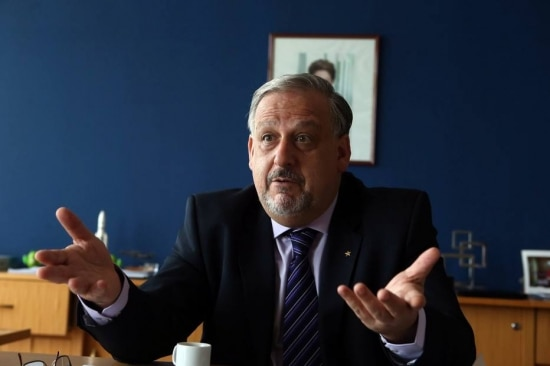 Ministro diz que Netflix e WhatsApp precisam ser alvo de regulamentação