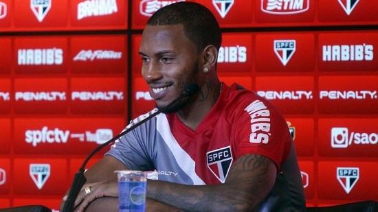 Paulo Miranda vem jogando como lateral