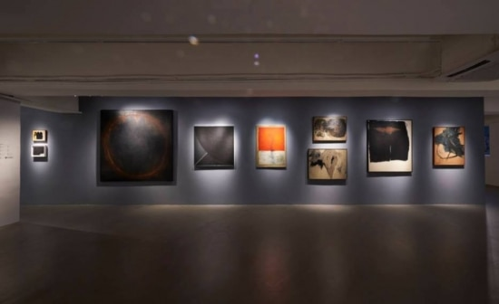 Pinturas de Tomie Ohtake na mostra 'The World is our home. A poem on Abstraction', em Hong Kong