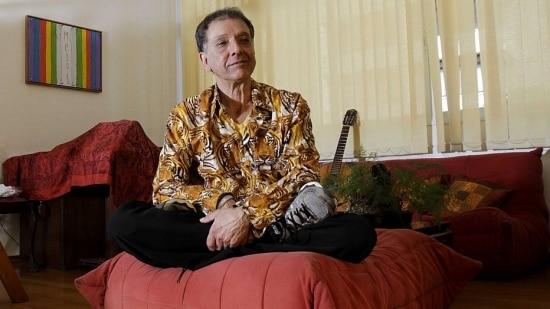 Zen. Em sua casa, em Belo Horizonte, Arnaldo fala do antológico trabalho