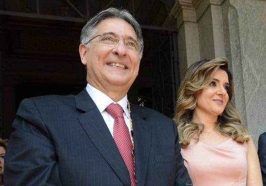 O governador de MG, Fernando Pimentel, ao lado da mulher, Carolina