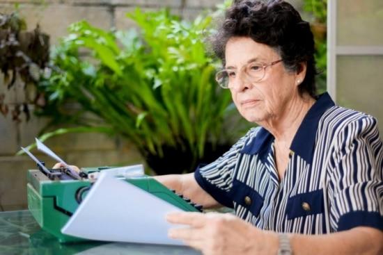 A santista Maria Valéria Rezende deu a volta ao mundo três vezes e vive agora em João Pessoa