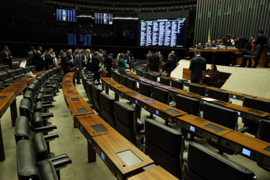 A matéria foi aprovada por 402 votos a 1 e ainda precisa ser votada em segundo turno na Casa