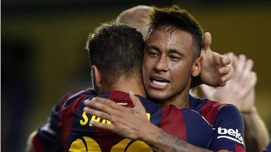 Neymar comemora com Sandro Ramírez o gol do Barcelona