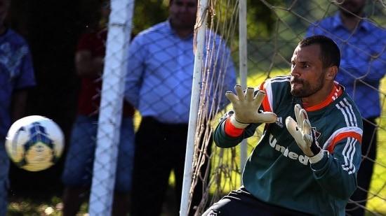 Gastroenterite tira Diego Cavalieri do jogo contra o Sport