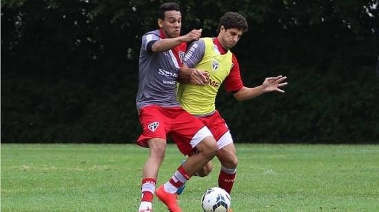 Souza, que recebeu cartão amarelo contra o Palmeiras, dá lugar a Hudson no time titular