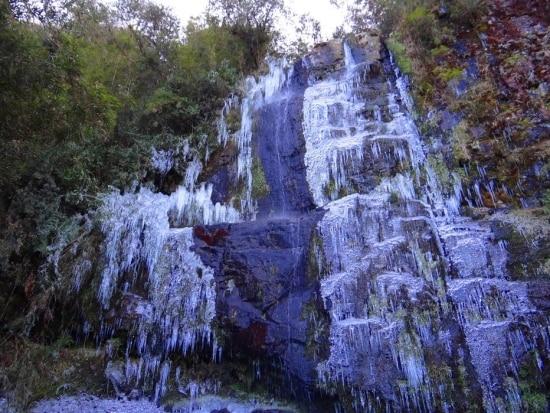 Em Urupema, cachoeira congelou