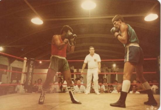 Esportista. Supla, à direita, luta boxe na tradicional Forja dos Campeões, em 1984