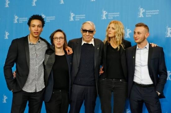 Diretor André Téchiné, ao centor, com o elenco de 'Quand on a 17 Ans' na Berlinale