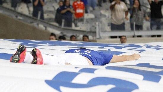 Dagoberto fez o único gol do Cruzeiro, aos 40 minutos do segundo tempo