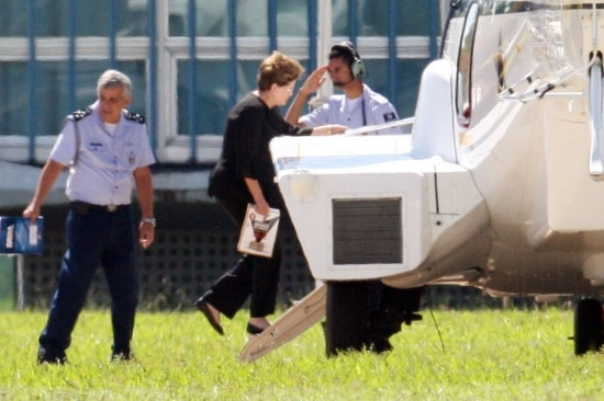A presidente afastada,Dilma Rousseff, só vaipode usar transporte aéreo da FAB para ir a Porto Alegre