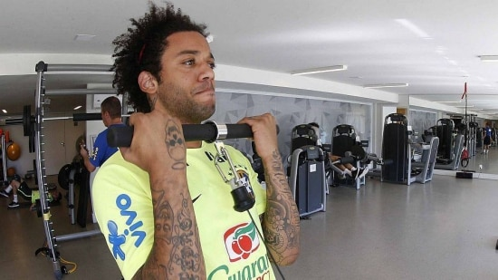 Marcelo disputa vaga de titular com Filipe Luis, do Chelsea