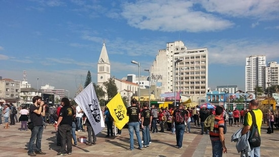 O ato conta também com o apoio dos metroviários e dos alunos e professores em greve da USP